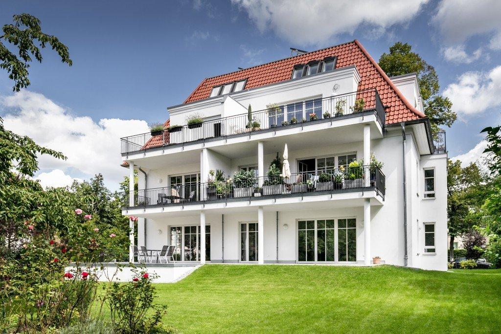 23.-Die-Prinzen-Residenz-in-Berlin-Zehlendorf-Grundstück-Garten-West-Ansicht-e1515330432354